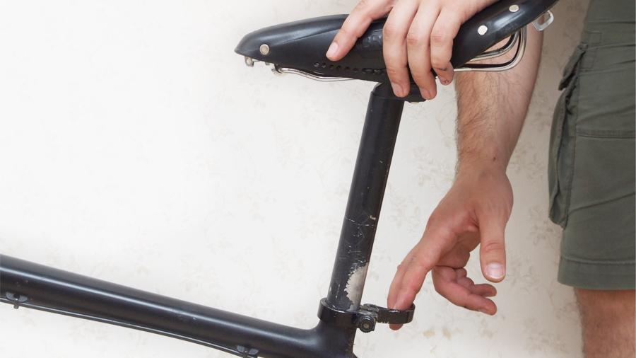 опустите седло велосипеда