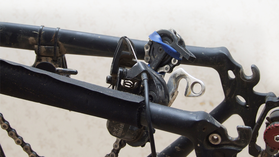 заркпите переключатель к раме велосипеда
